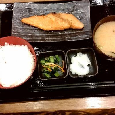 炭火焼干物定食 しんぱち食堂 ウィングキッチン京急鶴見店
