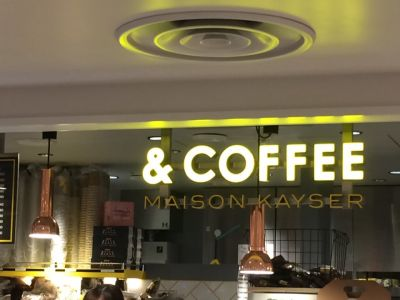 アンドコーヒー メゾンカイザー 阪急三番街店 (&COFFEE MAISON KAYSER)