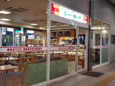 Cafe & BAKERY ニューポート