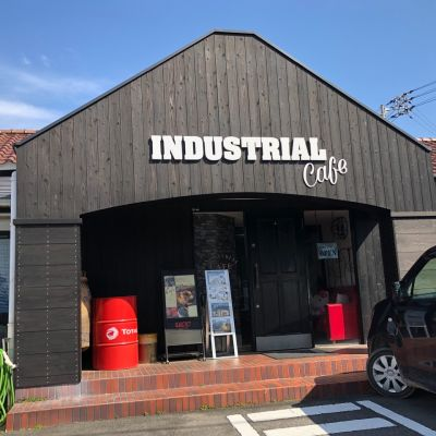 INDUSTRIAL CAFE