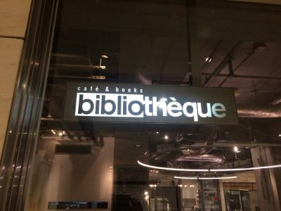 café & books bibliotheque 大阪・梅田