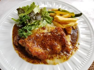 Dining Cafe Polly