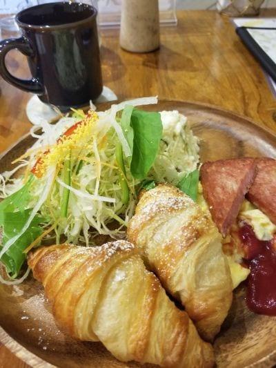 Cafe  de  M