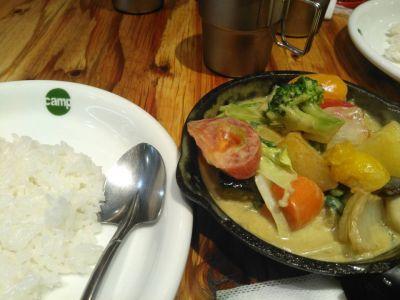 野菜を食べるカレーcamp KITTE博多店