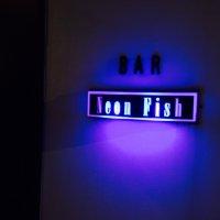 Bar Neon Fish